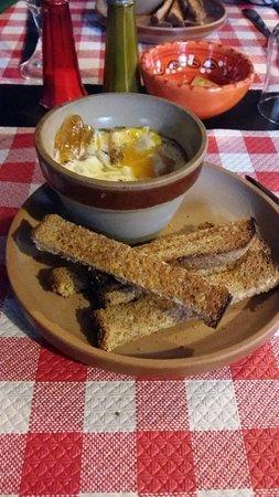 Beaulieu-sur-Loire, France: œuf cocotte au foie gras