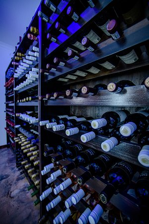 Marloth Park, South Africa: 450 bottle climate controlled wine cellar