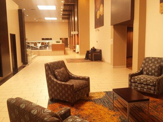 DoubleTree By Hilton Hotel Newark Ohio: Lobby