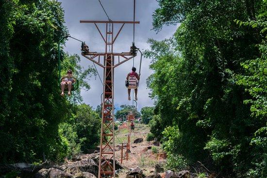 Teleférico Serra Negra: Sempre tem gente subindo e descendo