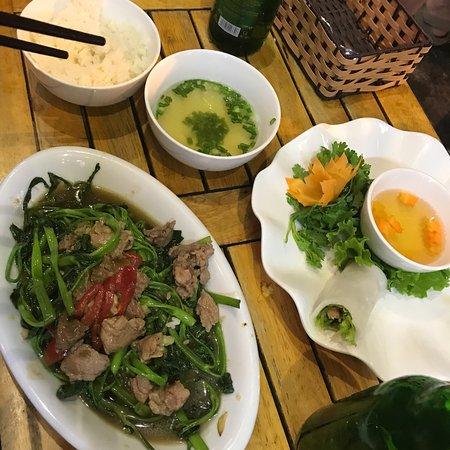 Cena en Hong Hoai's buenisima