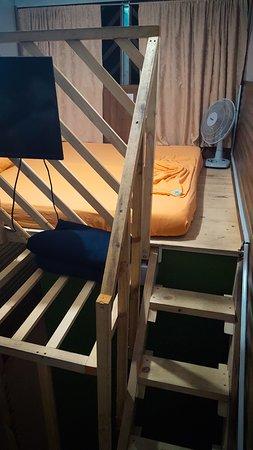 Hostel Trotamundos : Номер трехместный, кровать под потолком