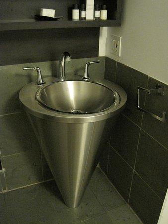 Hotel Le Priori: Very cool sink.