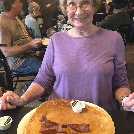 Mountain Home, AR: Oh my word! A one pancake breakfast 🤭