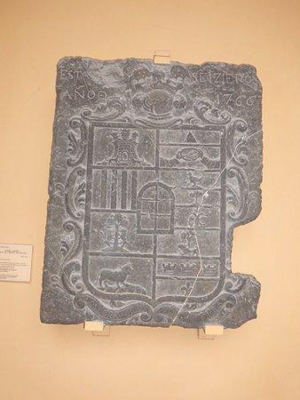 Museo de Zaragoza: Piedra armera de los Borau de Latrás y de los Fita.