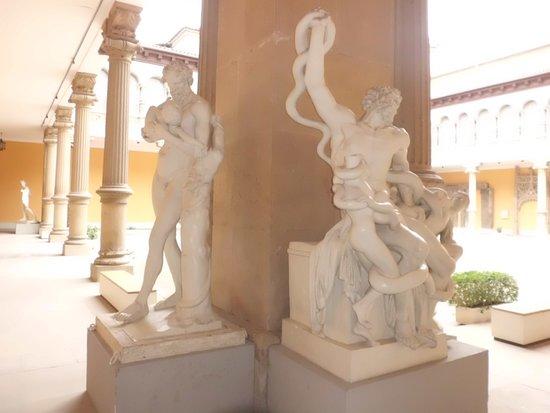 Museo de Zaragoza: Otro ejemplo de estatuaria clásica.
