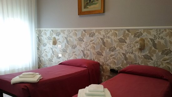 Hotel Ristorante Morelli: camera doppia standard con bagno e balcone