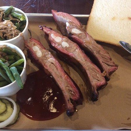 Thibodaux, LA: Three large meaty spare ribs, tender and tasty.