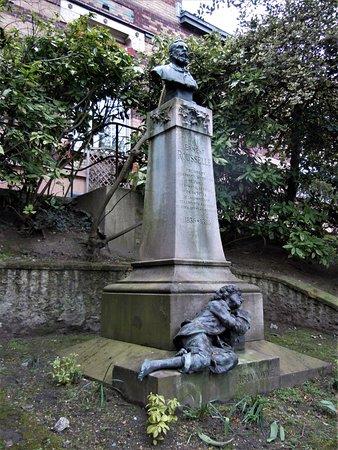 Monument à Ernest Rousselle