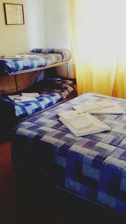 Letto A Castello A Rimini.Camera Quadrupla Con Letto A Castello Picture Of Hotel Happy