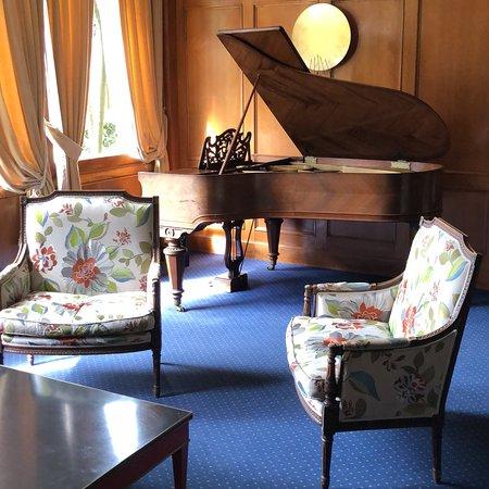 Zumarraga, Espanha: Vía verde en los alrededores muy agradable y un salón precioso(que afinen el piano por favor)