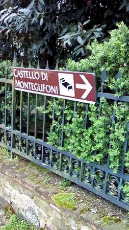 Montegufoni, İtalya: insegna entrata