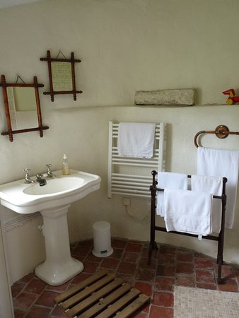 Souesmes, France : La salle de douche à l'italienne se trouve dans l'ancien four à pain de la Boulangerie