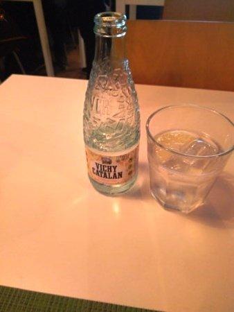 Meraki 17 restaurant: Agua con gas