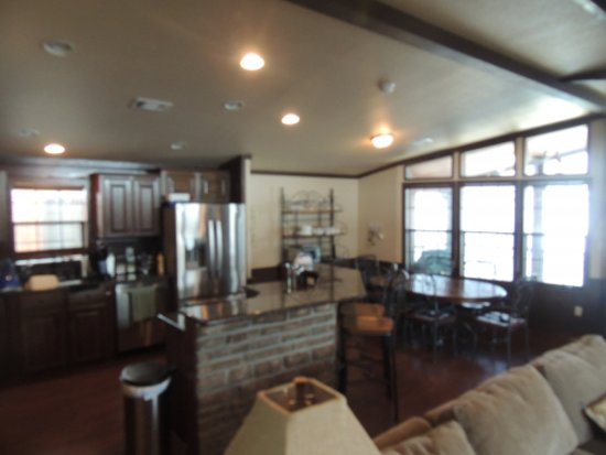 Pottsboro, TX: Floating Lake House kitchen and dining areas