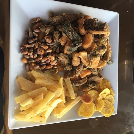 San Juan de Marcona, Peru: Muy buena atención y sabor en el restaurante cebicheria La Luchy en el muelle de Marcona, calle