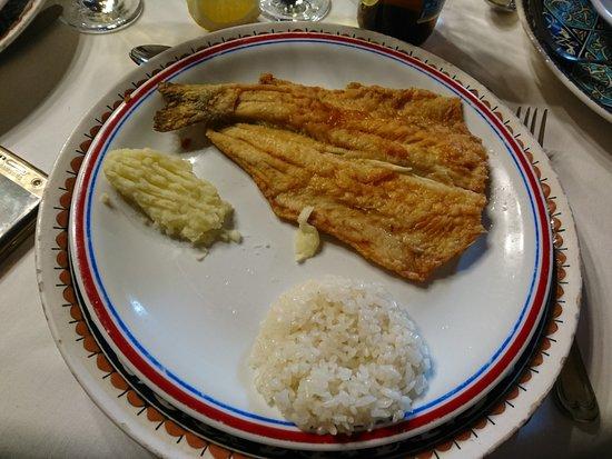 Hanedan Kervansaray: pescado con guarnicion