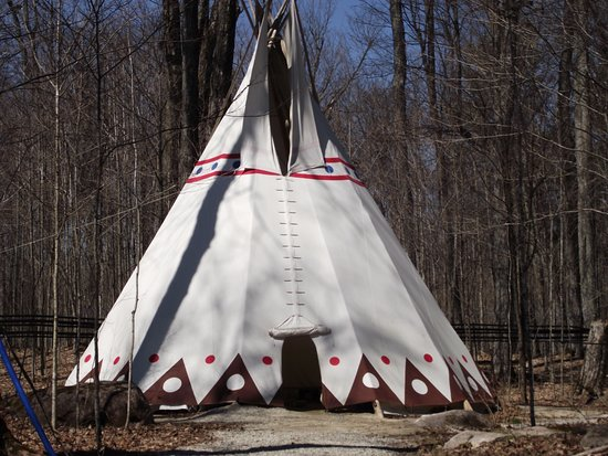 McDonald's Corners, Καναδάς: Interesting big Tepee on the grounds. A must-see.