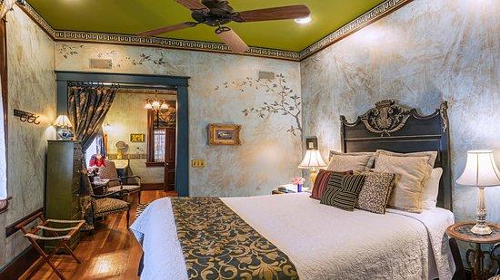 Peerless Hotel: Guest Room 2