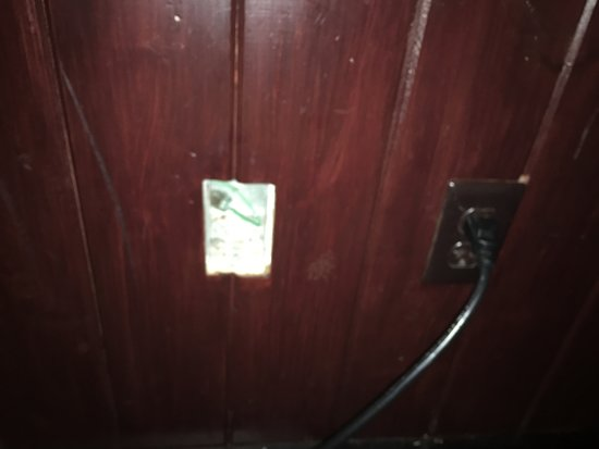 Outback Steakhouse: Open electrical box next to table.