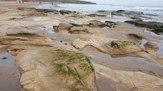 Long Sands Beach : beautiful rock outcrops