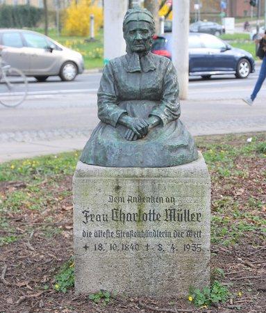 Denkmal für Charlotte Müller