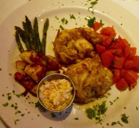 Irvington, VA: Crab Cakes