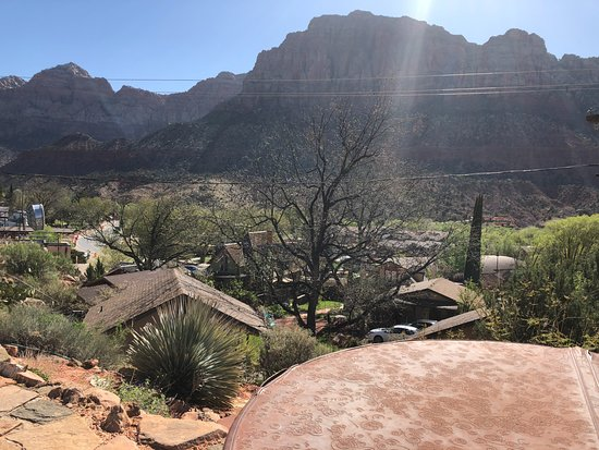 Red Rock Inn Bed and Breakfast Cottages: View from hot tub overlooking town and Zion