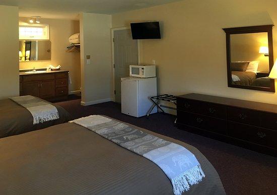 Casco, ME: A standard room in the motel.