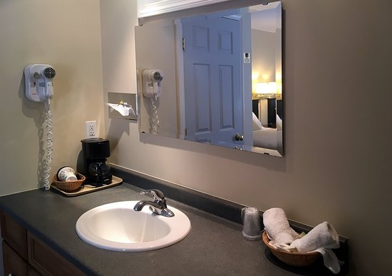 Casco, ME: A standard room in the motel (vanity separate from bathroom)