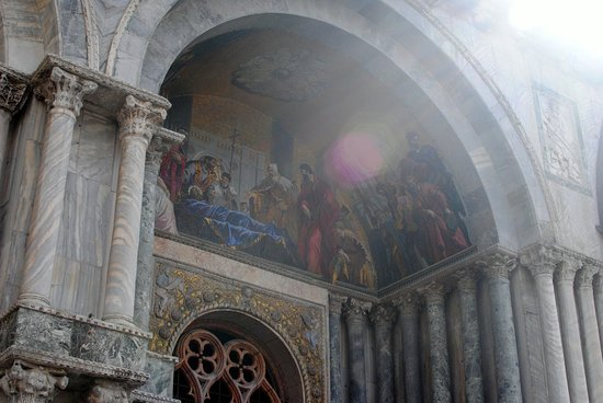 Basilica di San Marco: One of the mosaics which tell the story of how the remains of St. Mark were brought to the Basil
