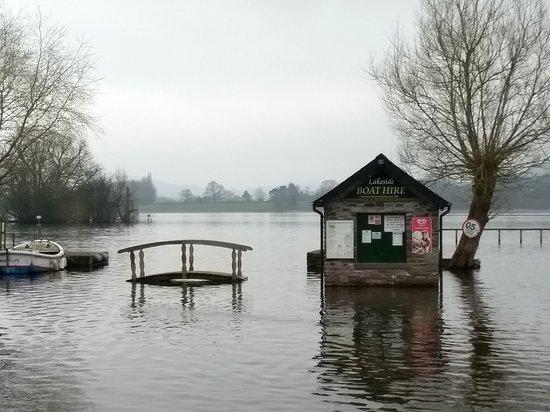 Llangorse, UK: In April and even the pedestrian bridges were under water