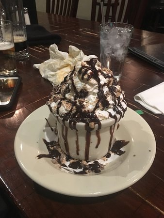 West Fargo, Dakota del Norte: Chocolate Irish Cream Cake - Chocolate Cake smothered with Caramel and Bailey's Irish Cream.