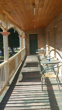 Ross, Australia: Guest veranda from the guest lounge.