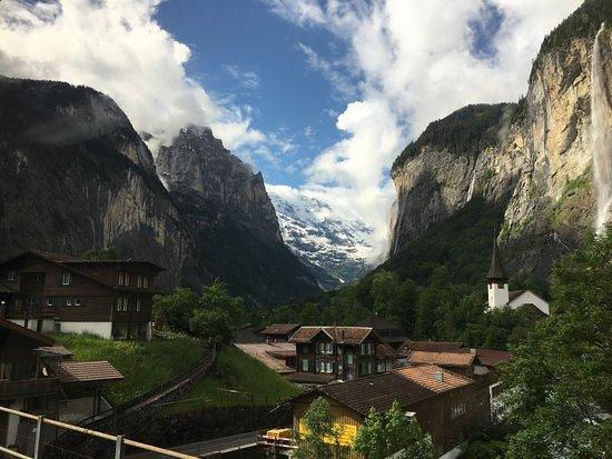 Lauterbrunnen Valley Waterfalls: Lauterbrunnen Valley in June