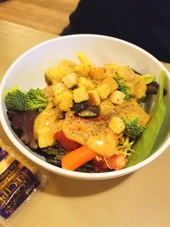 Cherokee Grocery: Salad bar
