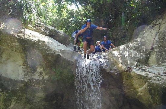 Cachoeiras de tirolesa e passeios a...