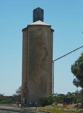 Aussies enjoy the Lascelles Silo Art