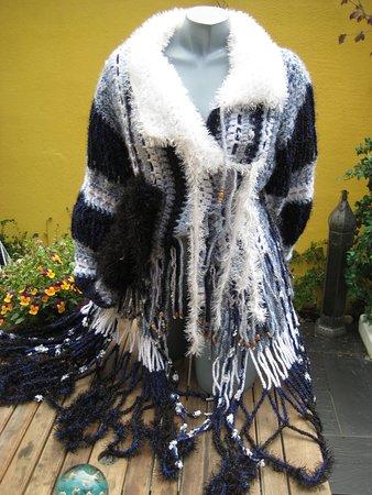 Baret Shop: Een van de extravagante jassen van Erika Broekman