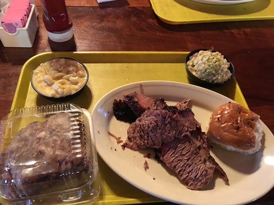Atascocita, Τέξας: Brisket, Mac, Broc Casserole, Bread Pudding
