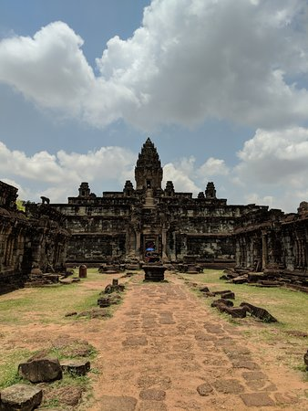 David Angkor Guide - Private Tours: bakong temple