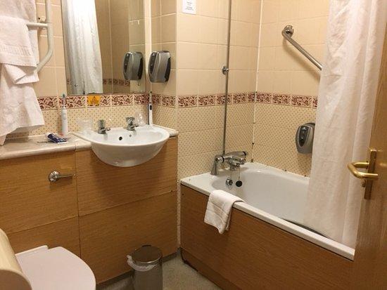 Strensham, UK: Toilet seat fell off, bathroom floor collapsed & spongy