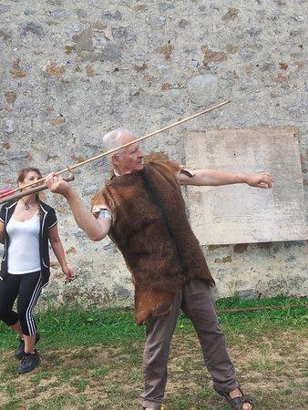 Saulges, Francia: meme nous les grands c'est génial : tir au propulseur