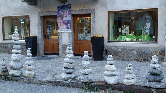 Alpinschmuck Schmuckdesign Steinheimisch und Geschenkeladen in Morel