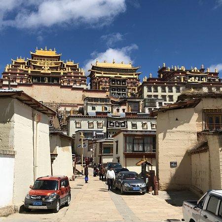 Sumtsaling Monastery : photo3.jpg