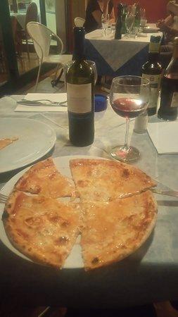 Trattoria Pizzeria Ai Bastioni: Pizza Quattro Formagii beste in Verona! :)