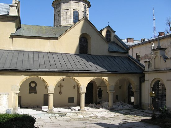 """Armenian street: В этом дворике Армянской церкви снимали """"трех мушкетеров"""""""