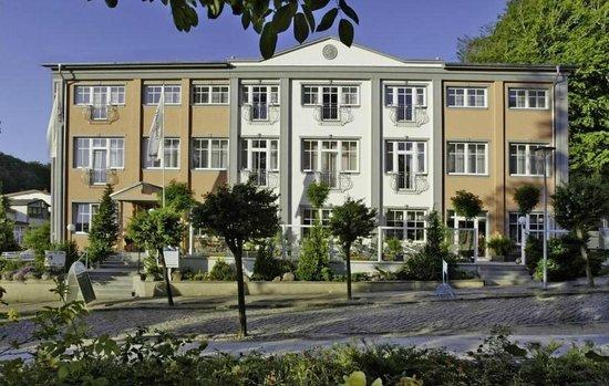 Hotel villa subklew prices reviews rugen island for Villa sellin rugen
