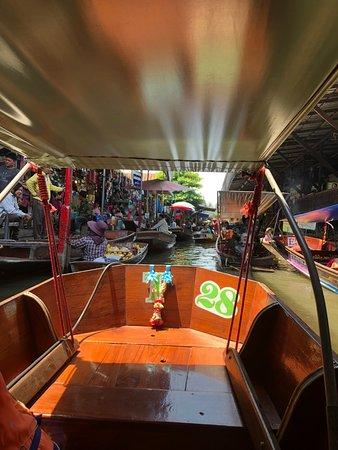 Damnoen Saduak Floating Market: v centre :)
