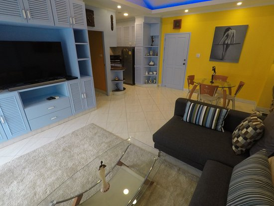 Diana-Oasis Residence Hotel/Studios & Garden Restaurant: A-87 Living Room with Meow's Private Rentals